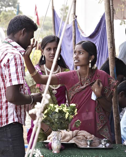 getting a bindi before the festival